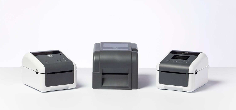 Tři tiskárny Brother TD-4 na světlém pozadí