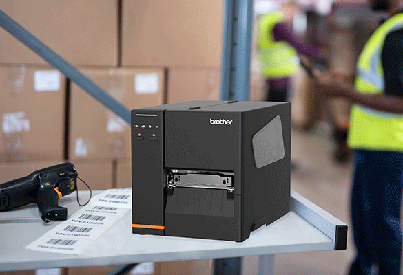 TJ-4020TN na pracovním stole ve skladu se skenerem a štítky