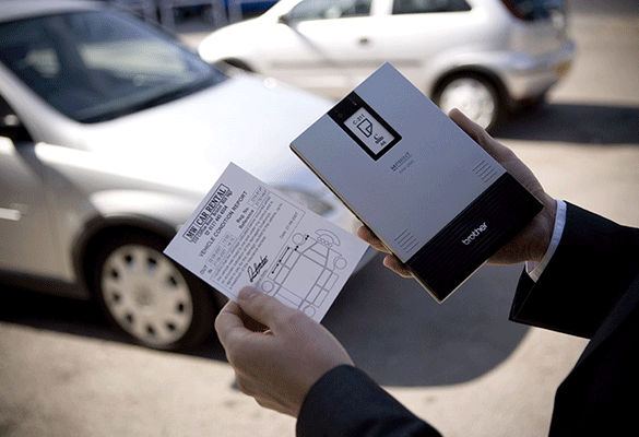 MW tiskárna s A6 tištěým formulářem v půjčovně aut