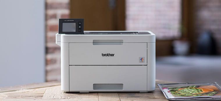 Barevná laserová tiskárna HL-L3270CDW na dřevěném stole