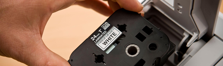Vložení kazety do tiskárny štítků