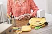 Tiskárna štítků P-touch CUBE s výtisky
