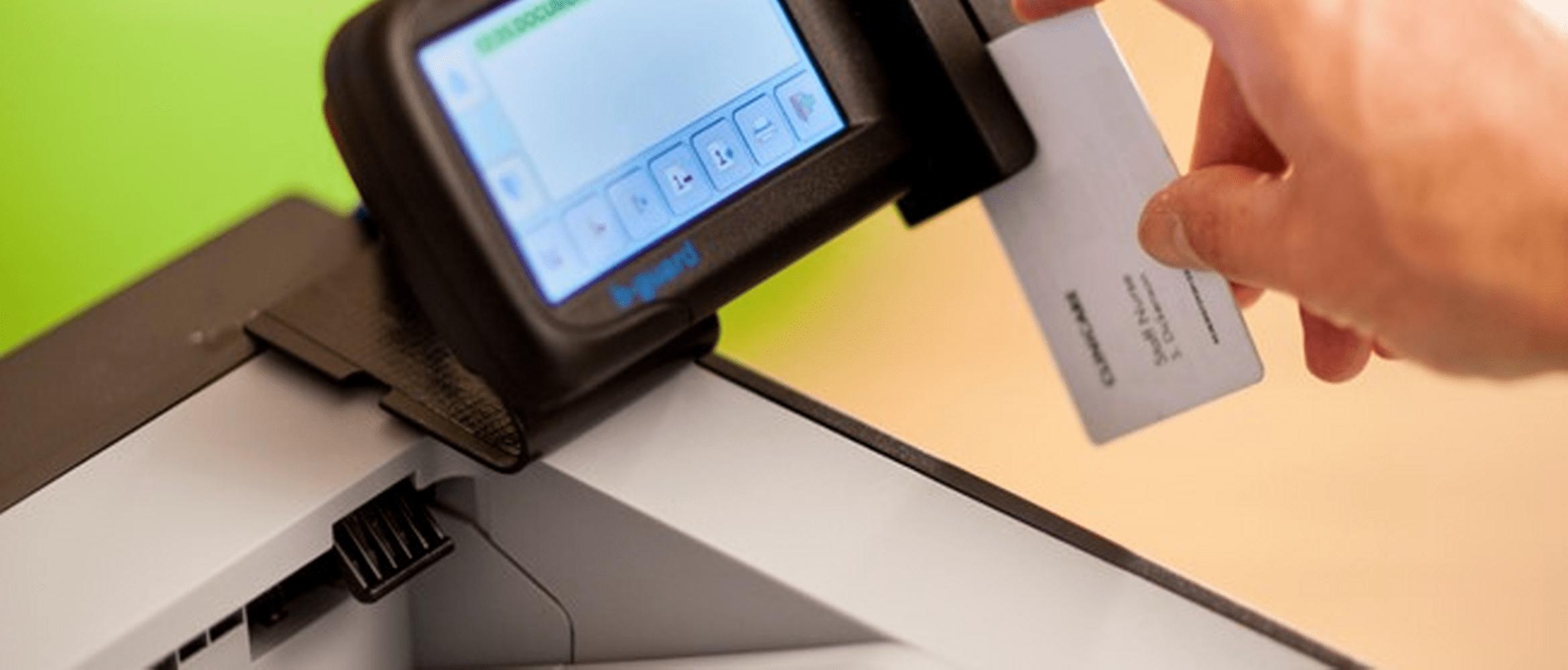 Kancelářská tiskárna HL-S7000DN používá bezpečnostní řešení bguard čtečky ID karty