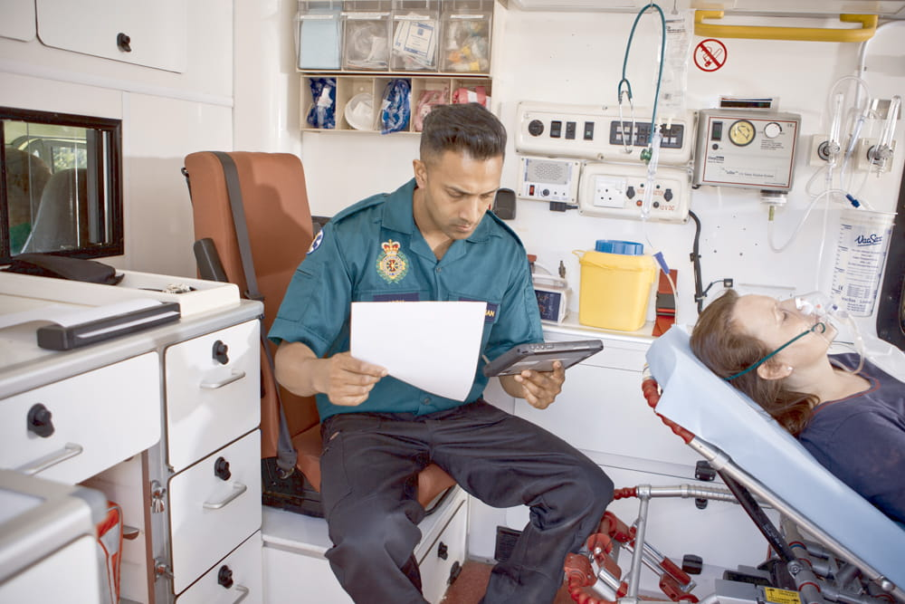 Záchranář používá PJ7 s tabletem