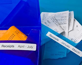 Peněženky na dokumenty obsahující účtenky označené štítky Brother DK