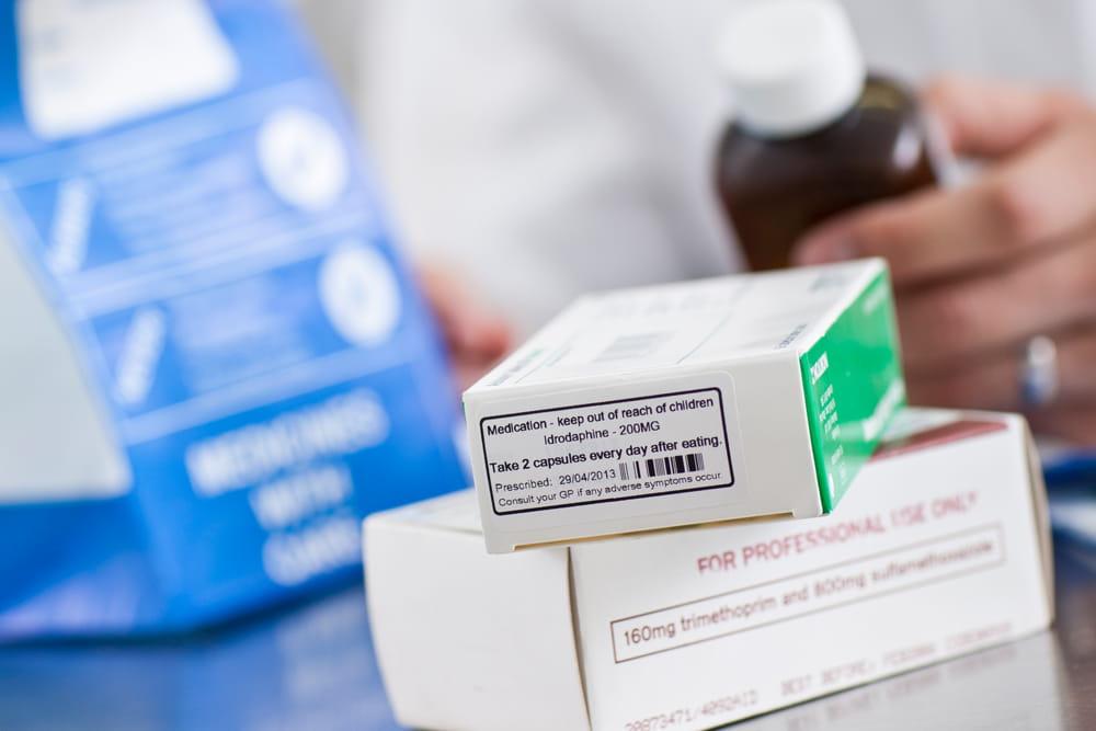 Léky na předpis v krabicích se štítky