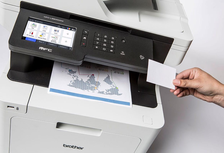 Multifunkční barevná laserová tiskárna Brother MFC-L8900CDW a NFC karta pro zabezpečený tisk
