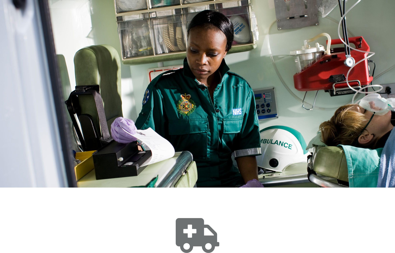 Záznam o pacientovi se tiskne zdravotníkem v sanitce na přenosné tiskárně Brother PJ