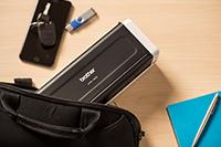 Přenosný kompaktní skener dokumentů ADS-1200 se vkládá do brašny