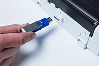 Skenování do USB na přenosném kompaktním skeneru dokumentů ADS-1200