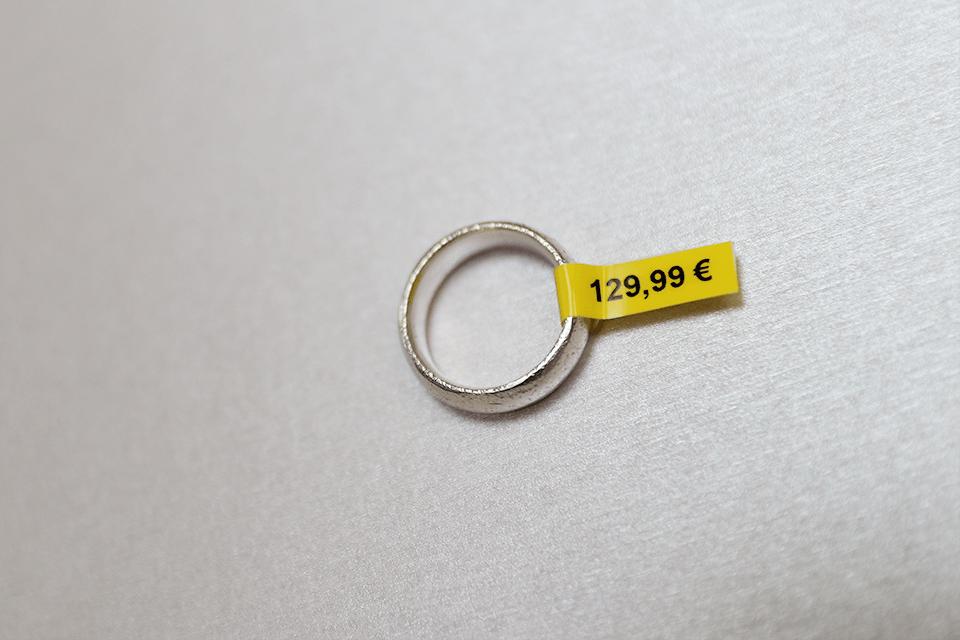 Originální kazeta s páskou Brother TZe-FX611 - černý tisk na žluté, šířka 6 mm 4